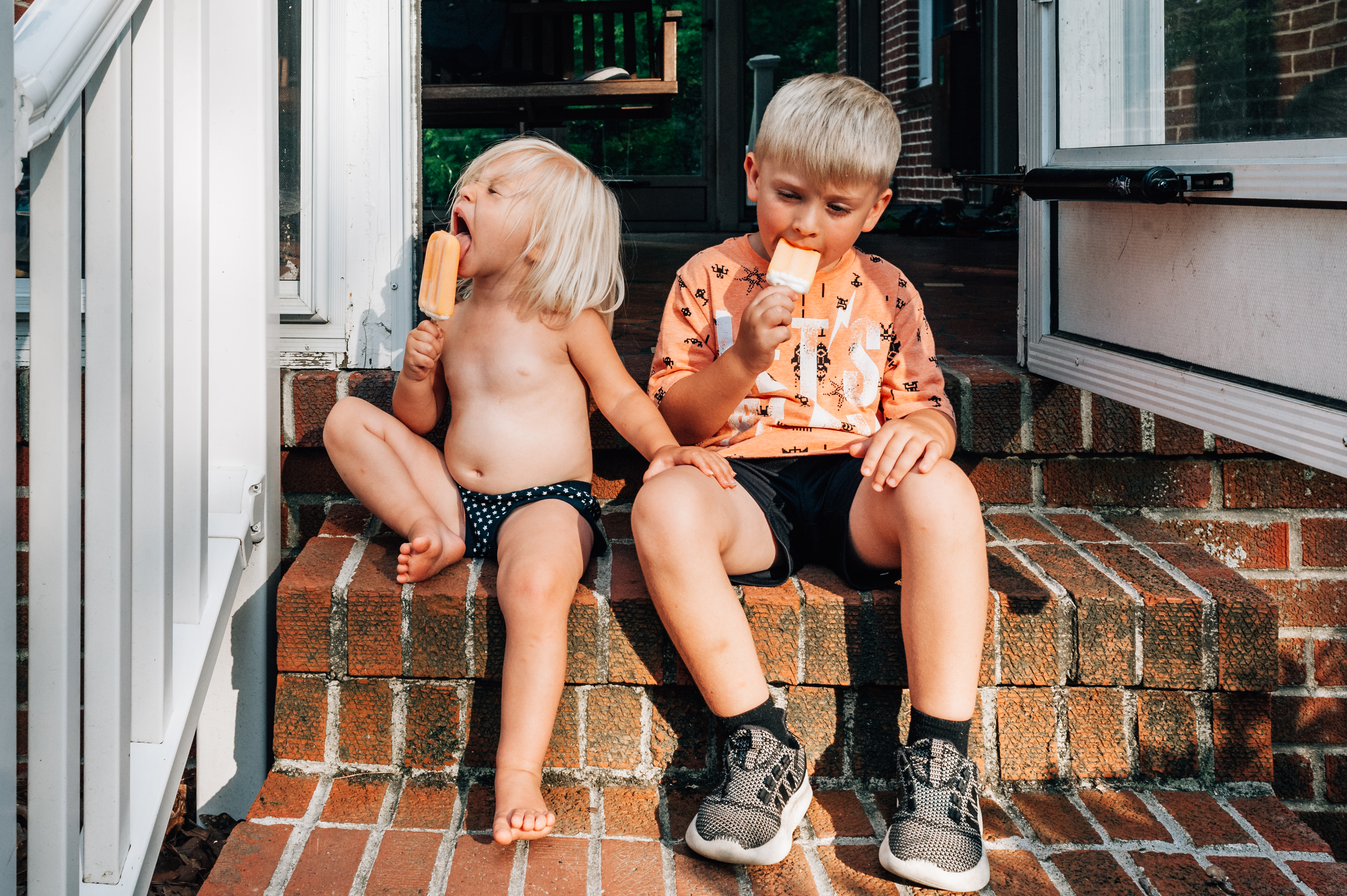 kids sitting on steps eating ice cream